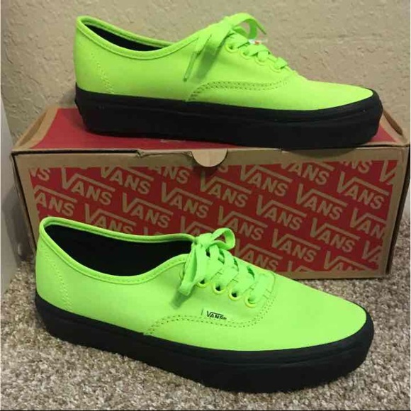 0484930ae8826e NWT Neon Lime Green Black Low Vans Women s Size 8